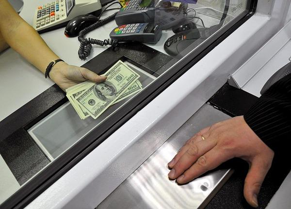 В Москве зафиксированы первые признаки валютного ажиотажа
