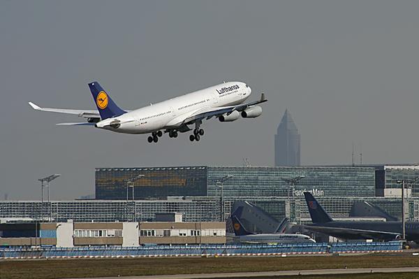 Зарубежные авиационные компании продолжают сокращать количество рейсов в РФ