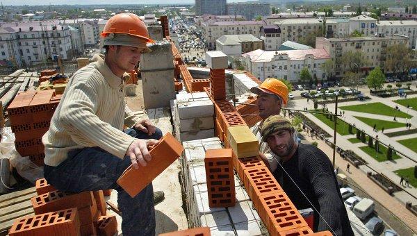 Власти думают над ограничением количества мигрантов в строительстве