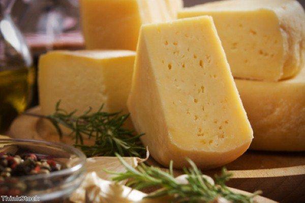 Около половины реализуемого в Москве сыра является фальсифицированным