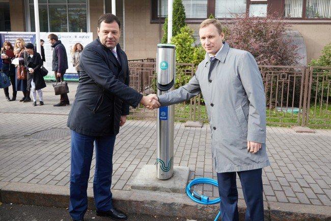 В столице РФ открылась первая новая зарядная станция для электрокаров