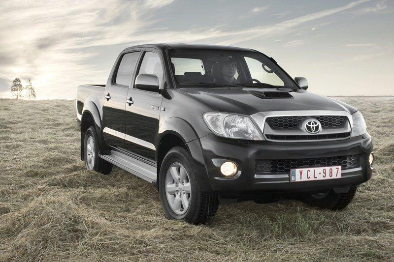 Toyota объявила об отзыве из РФ пикапов Hilux