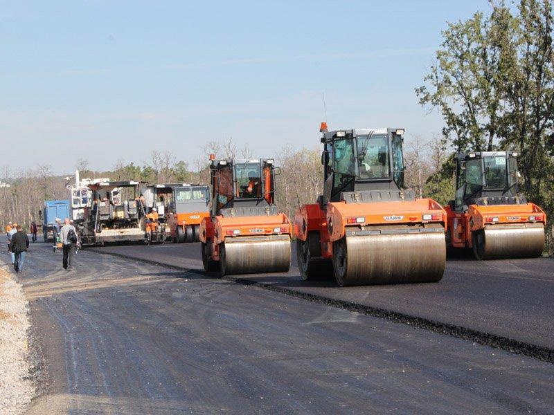 Желающих заняться строительством платного участка дороги из Москвы в Санкт-Петербург так и не нашлось