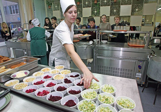 Столичные власти готовы разыграть на тендерах порядка 30 млрд рублей, чтобы обеспечить питание школьников