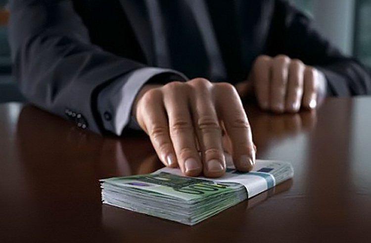 Минтруд позволил российским чиновникам скрывать собственные доходы и не афишировать дорогие подарки