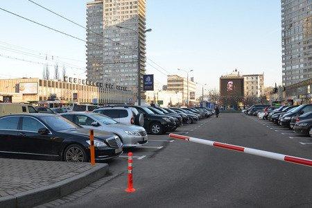 Сорван план строительства плоскостных парковок