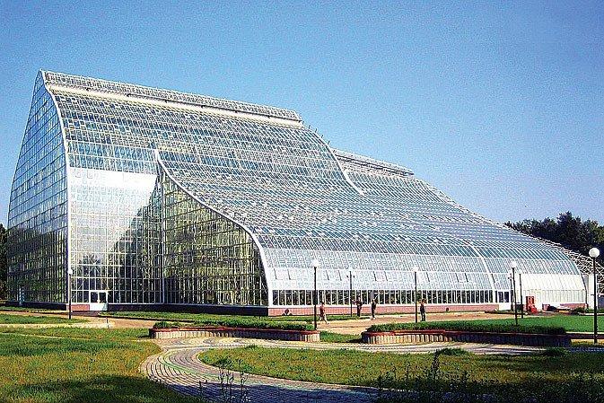 В Москве закончили строительство самой высокой в Европе оранжереи