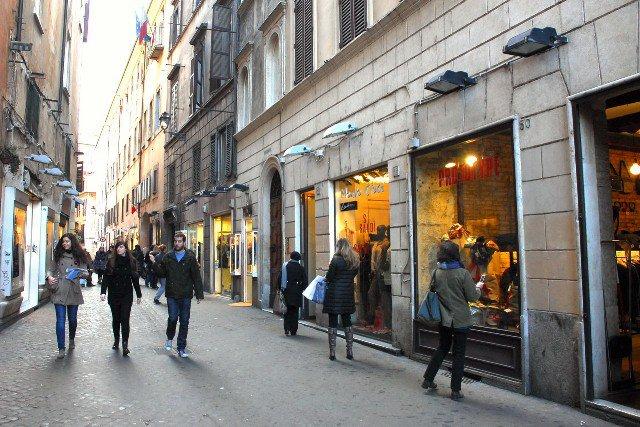 Столичный стрит-ритейл продолжает утрачивать свою популярность