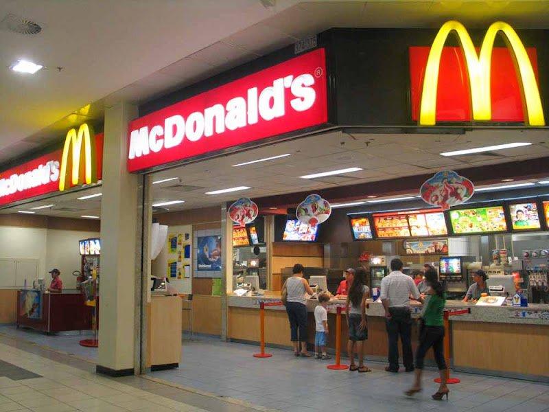 McDonald's планирует заняться реализацией собственных ресторанов франчайзи
