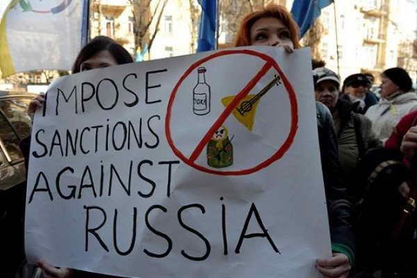 Запад намерен снять антироссийские санкции — Bloomberg