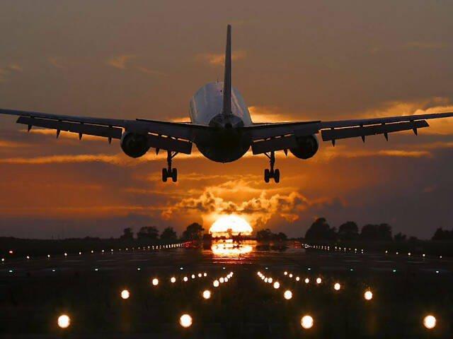 Зарубежные авиакомпании вновь летят в Россию