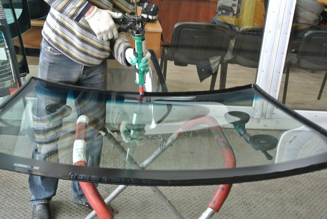 Клей-герметик для стекла