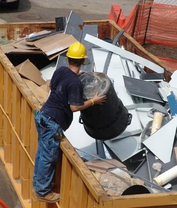 Вывоз строительного мусора: что необходимо учитывать?
