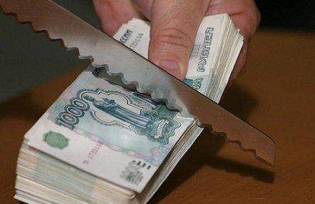 Больше трети компаний РФ планируют урезать зарплату собственным сотрудникам