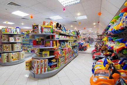 Гипермаркеты продолжают теснить на рынке магазины детских товаров