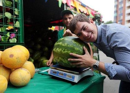 Столичные власти разыграли 275 торговых мест для реализации арбузов и дынь