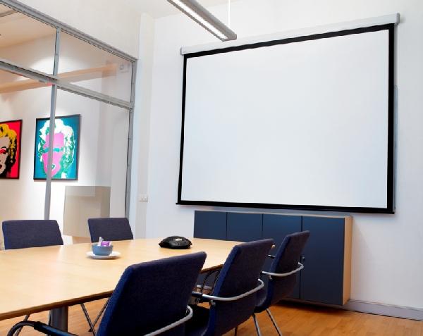 О некоторых особенностях проекционных экранов