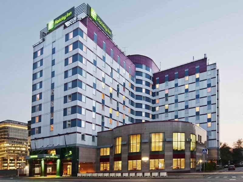 Гуцериевы продадут три московских отеля