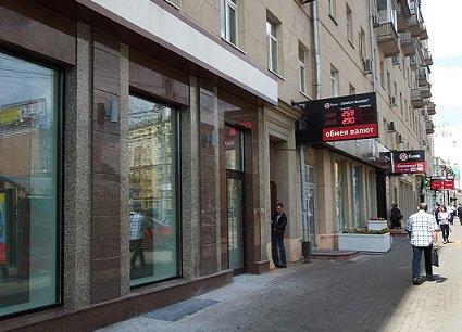 Объекты стрит-ритейла на Садовом кольце продолжают простаивать полупустыми