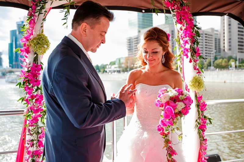 Заказ свадебного круиза на теплоходе в Москве