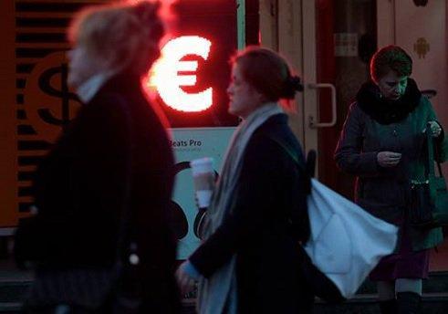 Традиционного для конца года ажиотажа на валютном рынке не наблюдается — Сбербанк