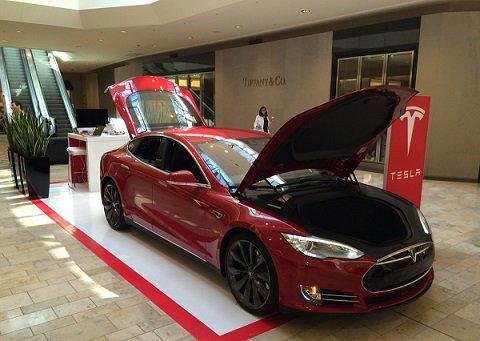Фирменный автосалон Tesla появится в Москве ближе к концу нынешнего года