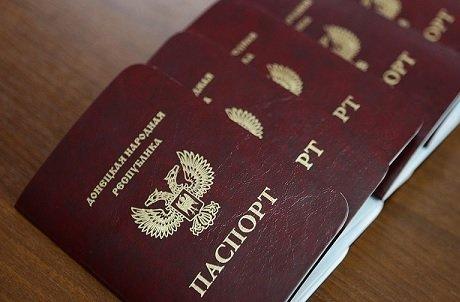 В Сбербанке объявили о начале приема паспортов непризнанных украинских республик