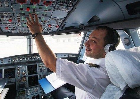 «Аэрофлот» продолжает экономить на заработных платах сотрудников