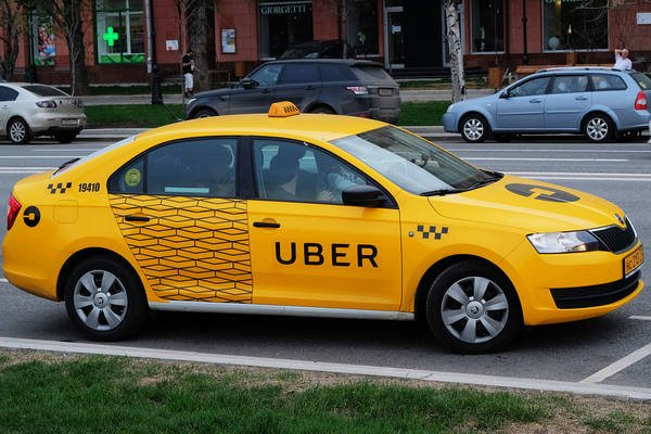 «Uber» объединит бизнес с «Яндекс.Такси»