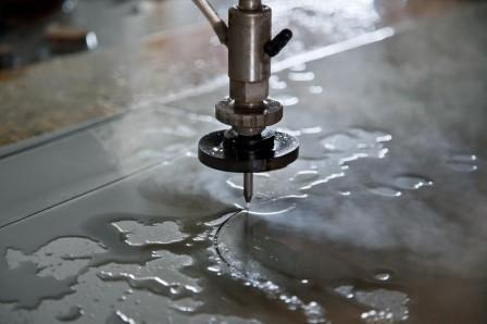 Качественная гидроабразивная резка металла – особенности и преимущества