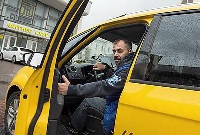 «МаксимаТелеком» начала продавать рекламу в таксомоторах