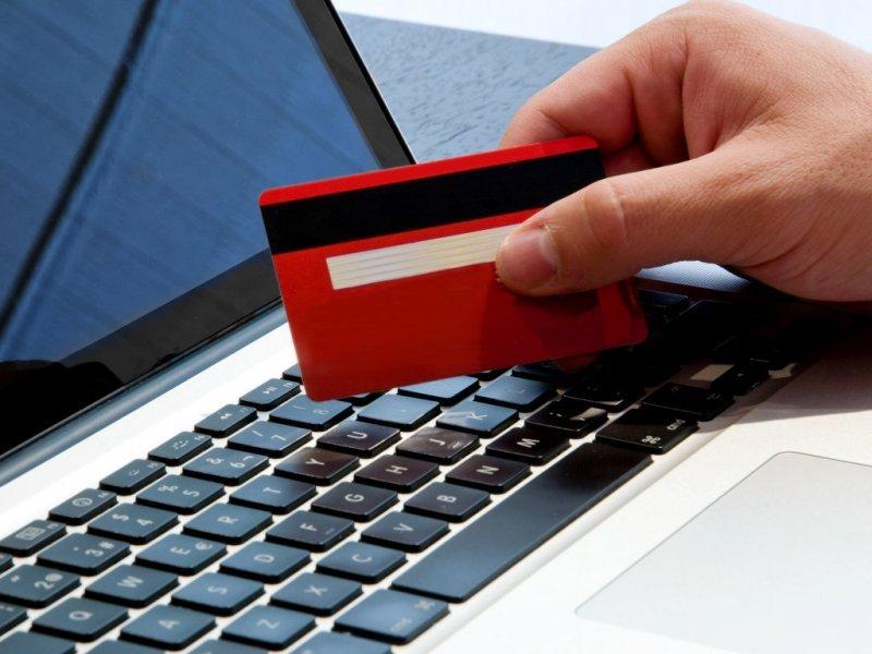 Онлайн-магазины обяжут принимать банковские карты