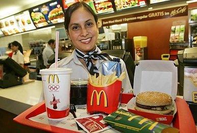 В столичных McDonald's начали работать официанты