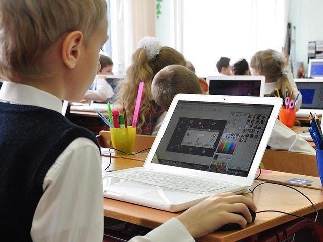 Дочерняя структура «Роснефти» оснастит компьютерами столичные школы