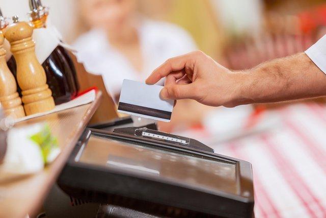 Сервис, позволяющий получать деньги с карты в магазине, тестируют в России