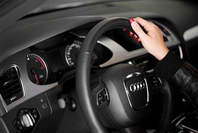 «Тинькофф банк» представил платежную карту для автовладельцев