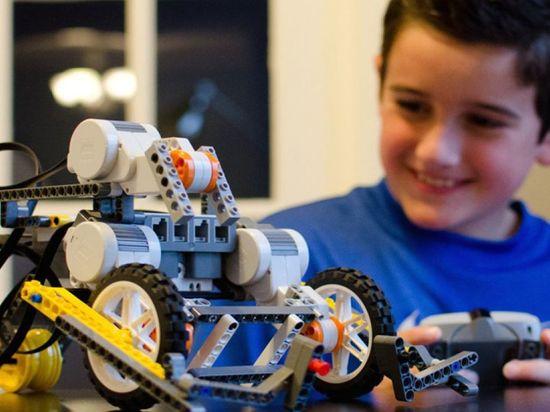 В московских школах будут конструировать роботов