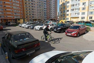 В Верховном суде разъяснили порядок парковки автомобилей во дворах домов