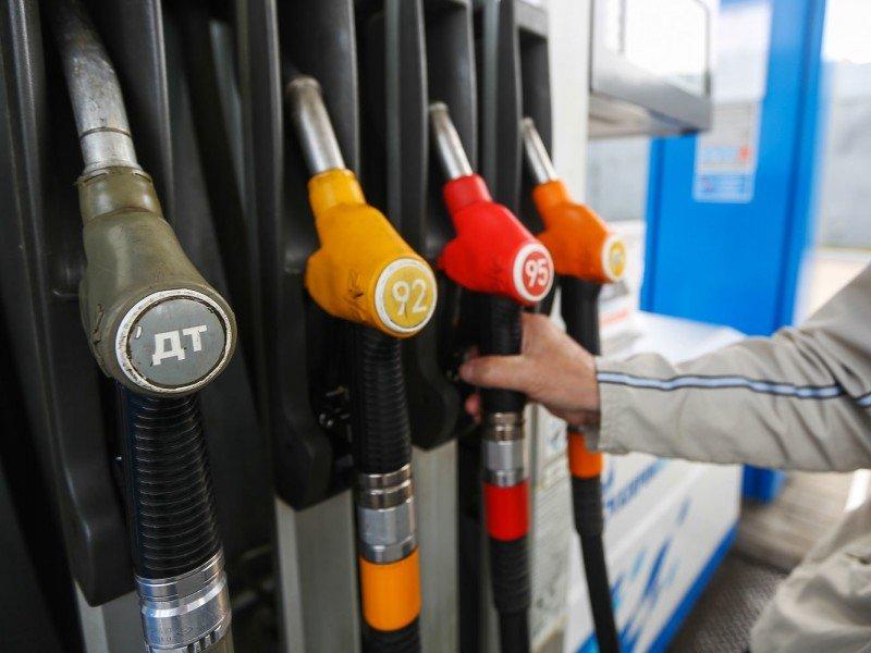 С ростом цен на бензин хотят справиться с помощью «метода Сечина»