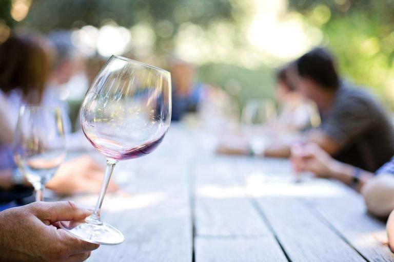 Борис Титов хочет обложить сбором импортное вино