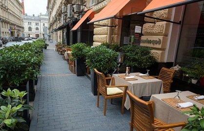 Летние веранды позволяют московским ресторанам увеличить выручку на 30%