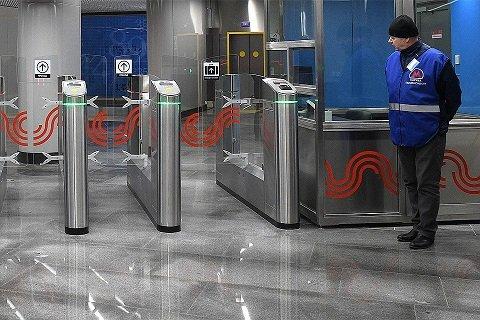 Сбербанк проиграл ВТБ тендер на обеспечение бесконтактной оплаты в метро