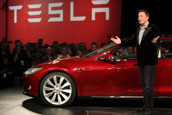 Акционеры «Tesla» подали на Илона Маска в суд