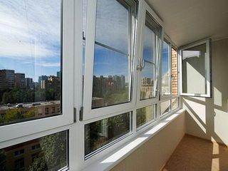 Остекление балконов под ключ – эффективный способ защитить дом от холода и шума