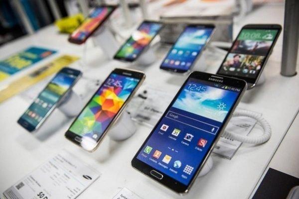 «Samsung» приучит россиян к дорогим смартфонам