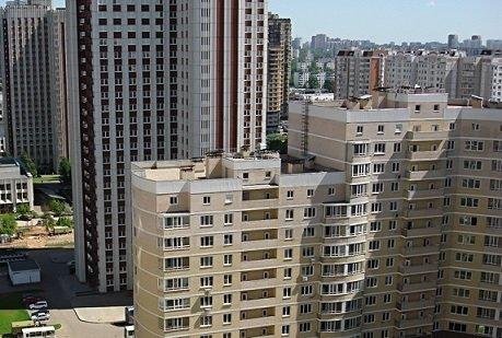 Количество квартир, предлагаемых к торгу в панельных домах, сократилось в два раза