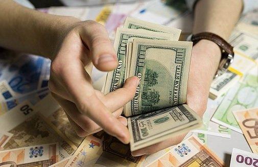 В ноябре граждане РФ вывели с долгосрочных вкладов 4,5 млрд USD