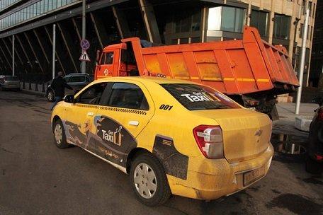 Агрегаторам предложили ввести минимальную зарплату для таксистов