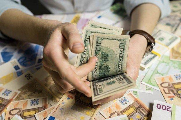Зарубежные контрагенты задерживают расчеты в долларах с российскими компаниями