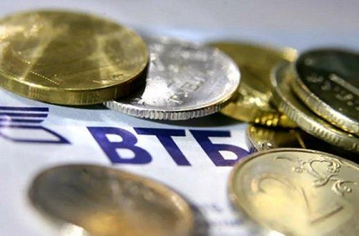 ВТБ привлек от населения в четыре раза больше валюты, чем Сбербанк